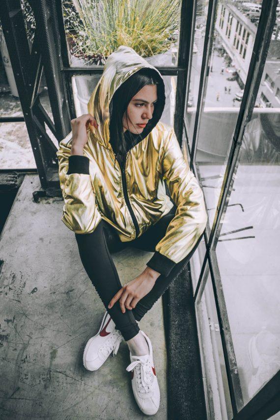 Chamarra dorada JPEG - Black Room Streetwear